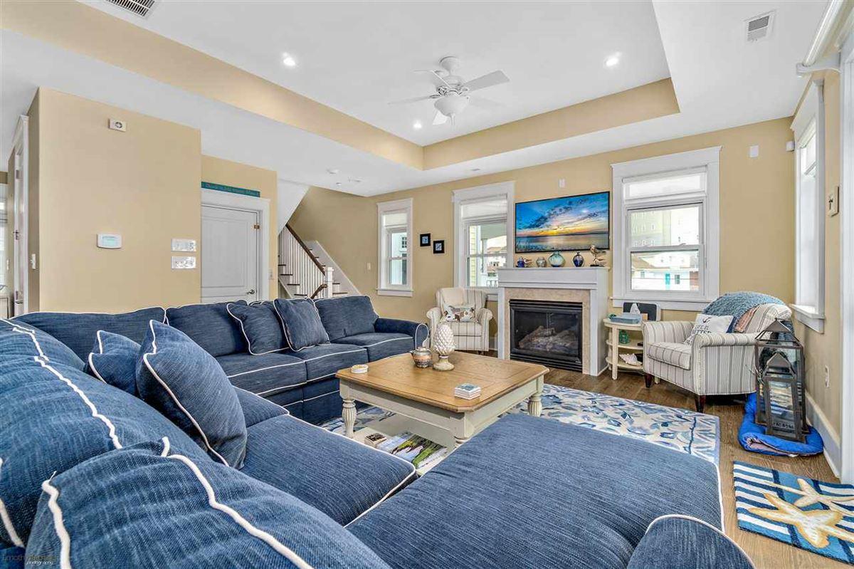 Luxury properties Breathtaking custom built 4 bedroom