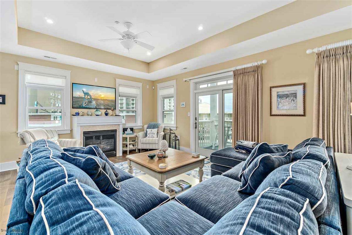 Mansions Breathtaking custom built 4 bedroom