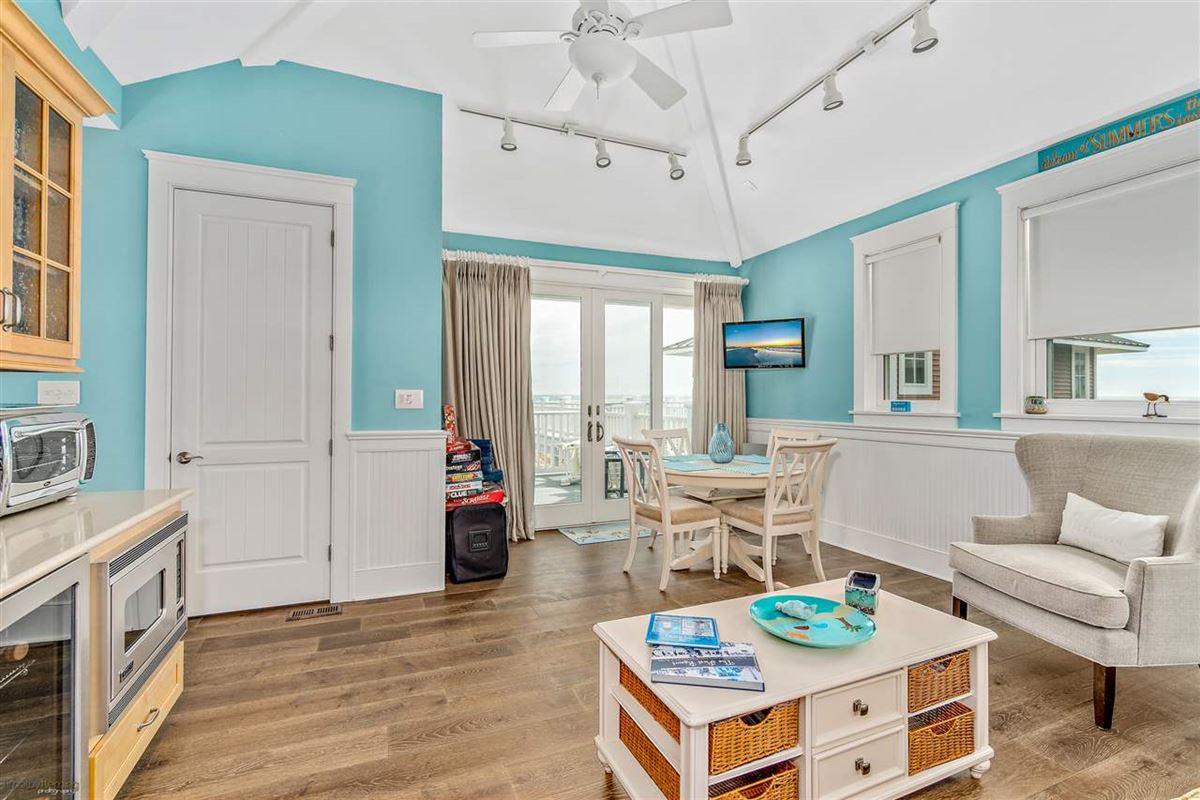 Breathtaking custom built 4 bedroom luxury real estate