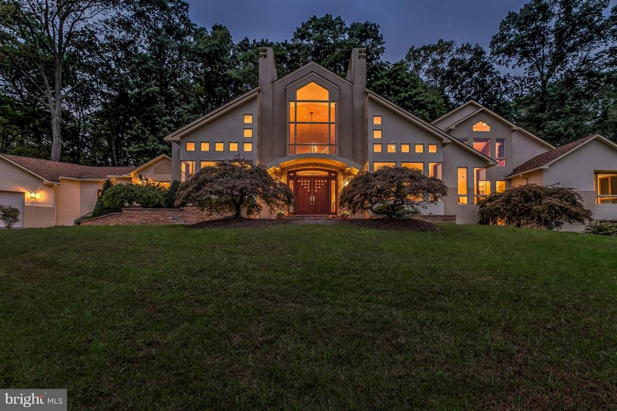 Luxury properties custom contemporary on 12-plus spectacular acres