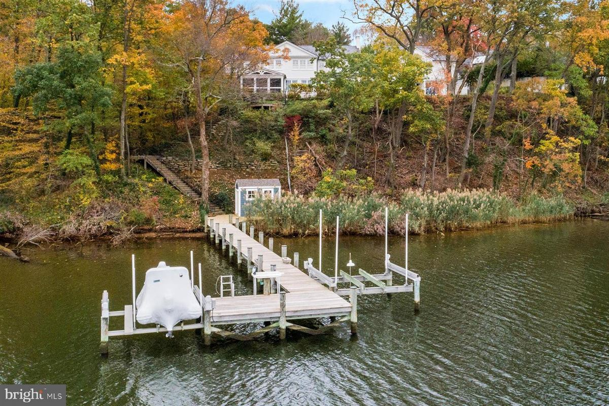 waterfront in Wardour on Weems Creek luxury homes