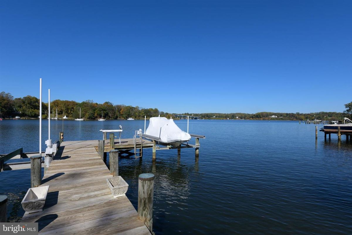 waterfront in Wardour on Weems Creek luxury real estate