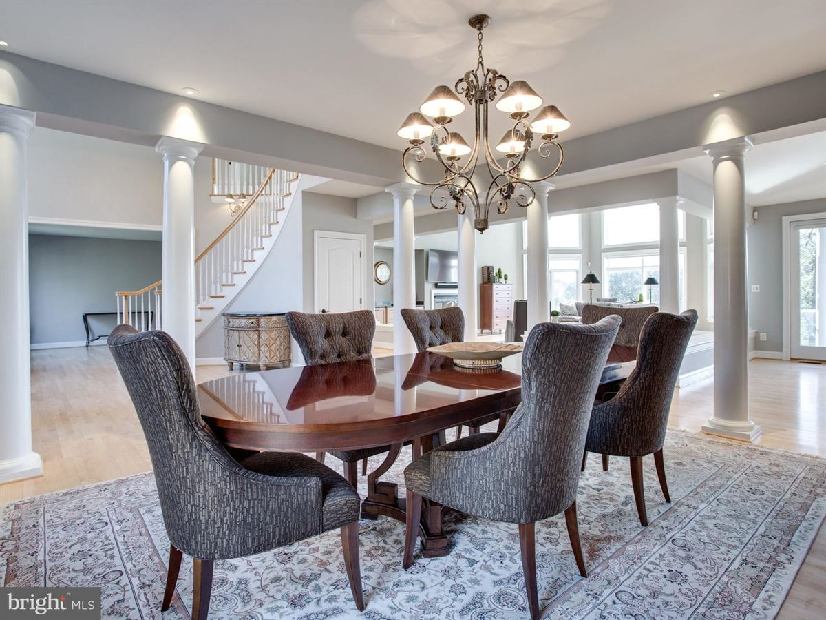 Luxury homes Exquisite Colonial in Bluff Point on the Severn River