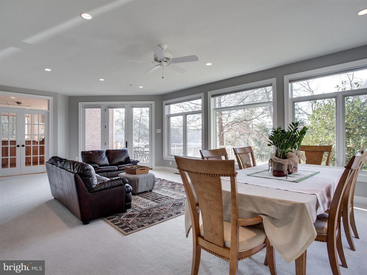 Exquisite Colonial in Bluff Point on the Severn River luxury properties