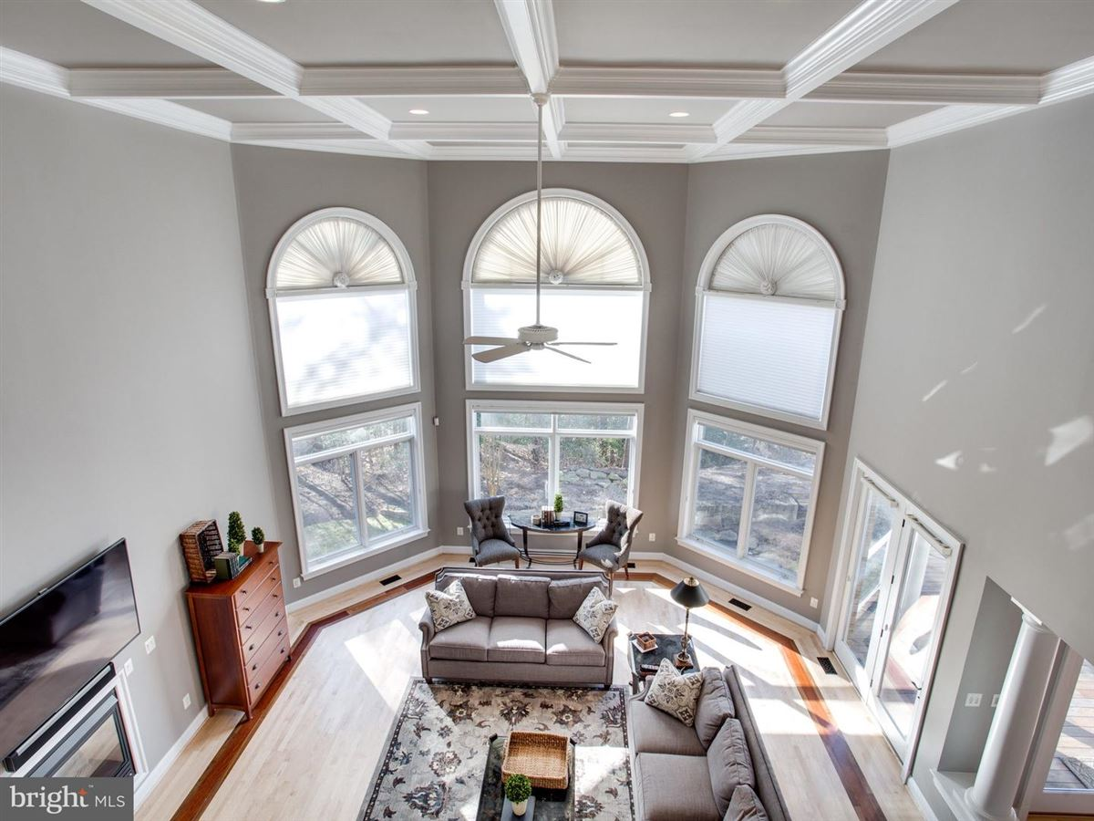 Mansions in Exquisite Colonial in Bluff Point on the Severn River