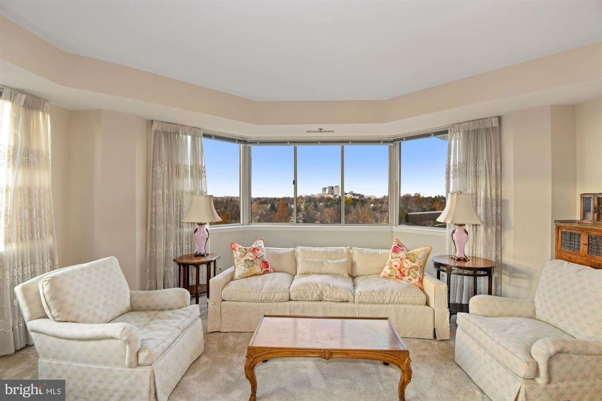 Gorgeous unit with stunning views luxury real estate