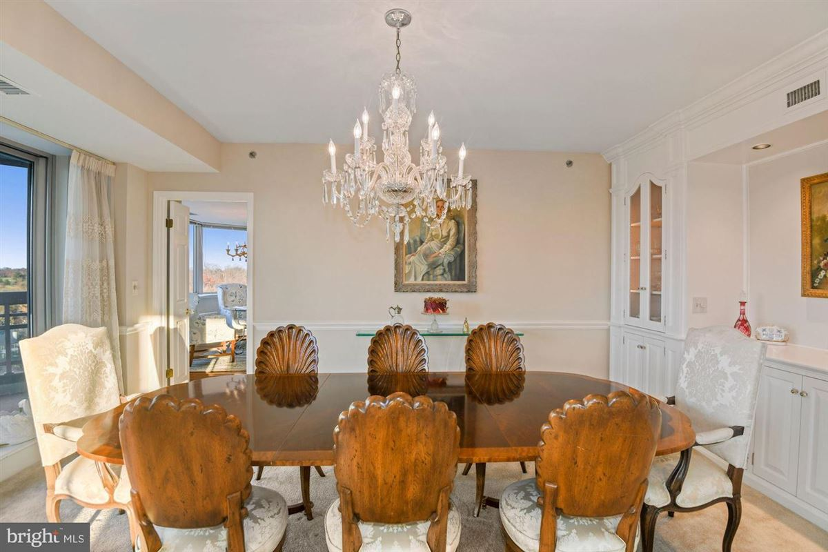 Gorgeous unit with stunning views mansions