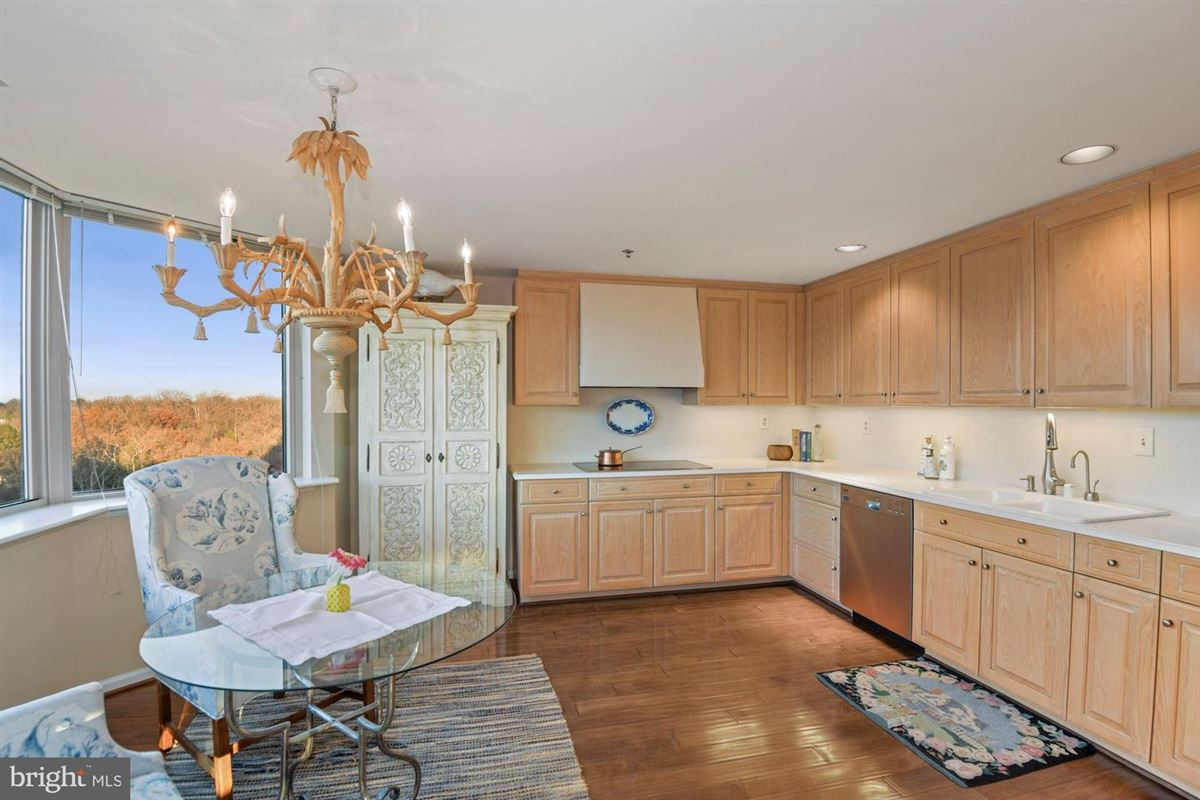 Luxury homes Gorgeous unit with stunning views