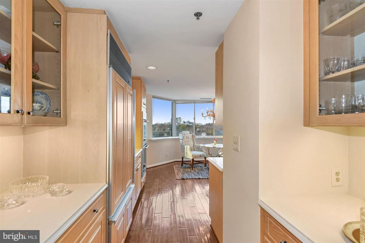 Luxury properties Gorgeous unit with stunning views