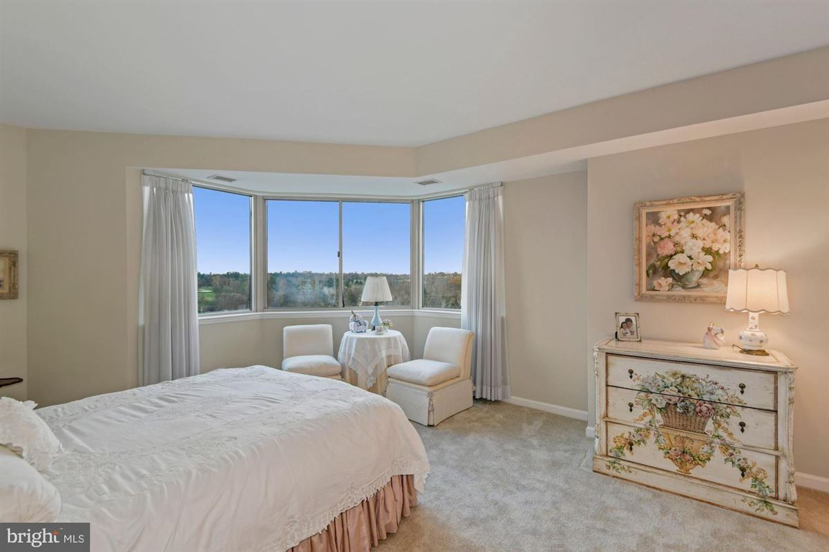 Mansions Gorgeous unit with stunning views