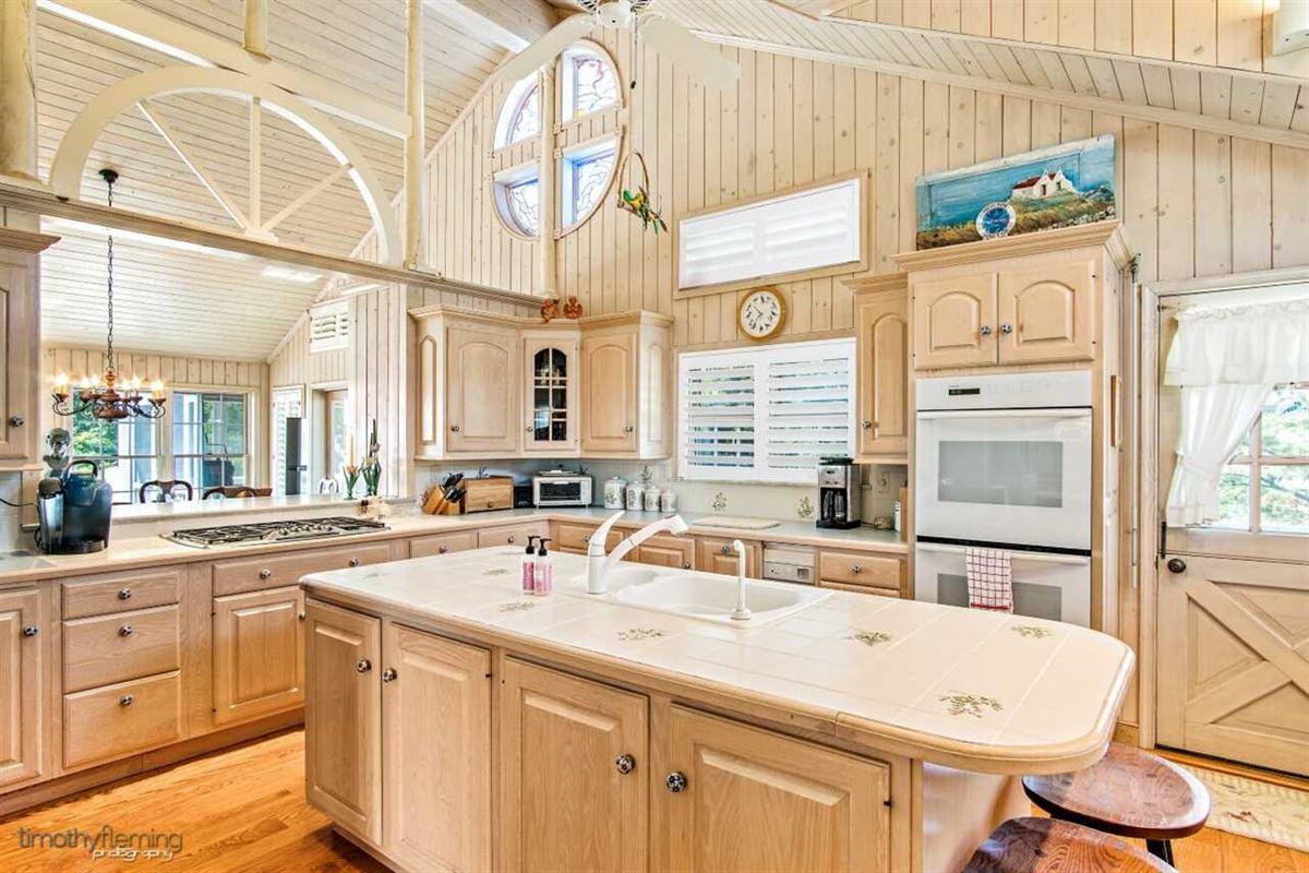 Luxury homes Soaring Heights