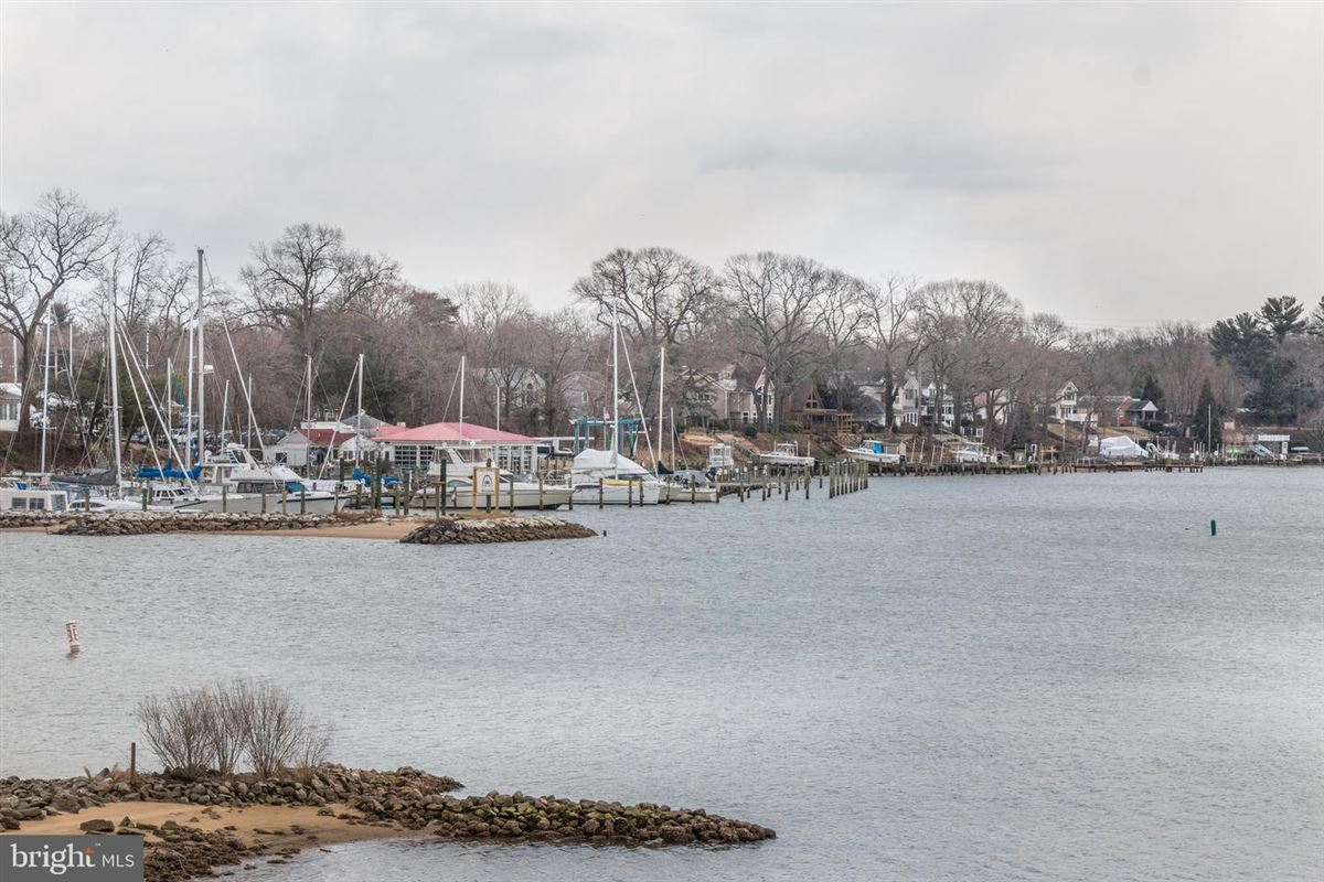 Mansions Stunning waterfront on Breezy Point