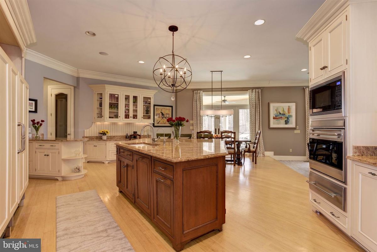 classic Colonial luxury homes