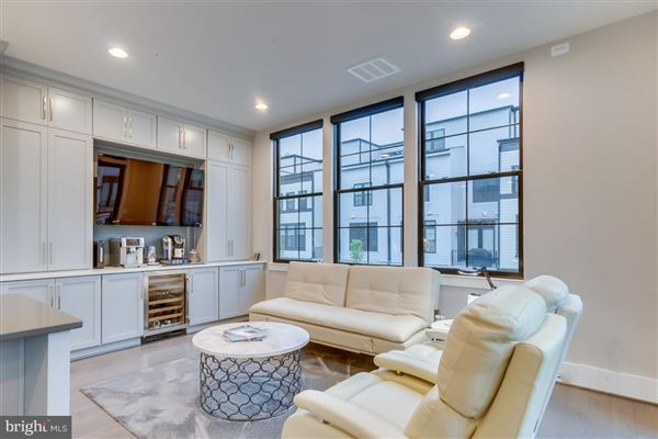 Luxury real estate SPECTACULAR END UNIT