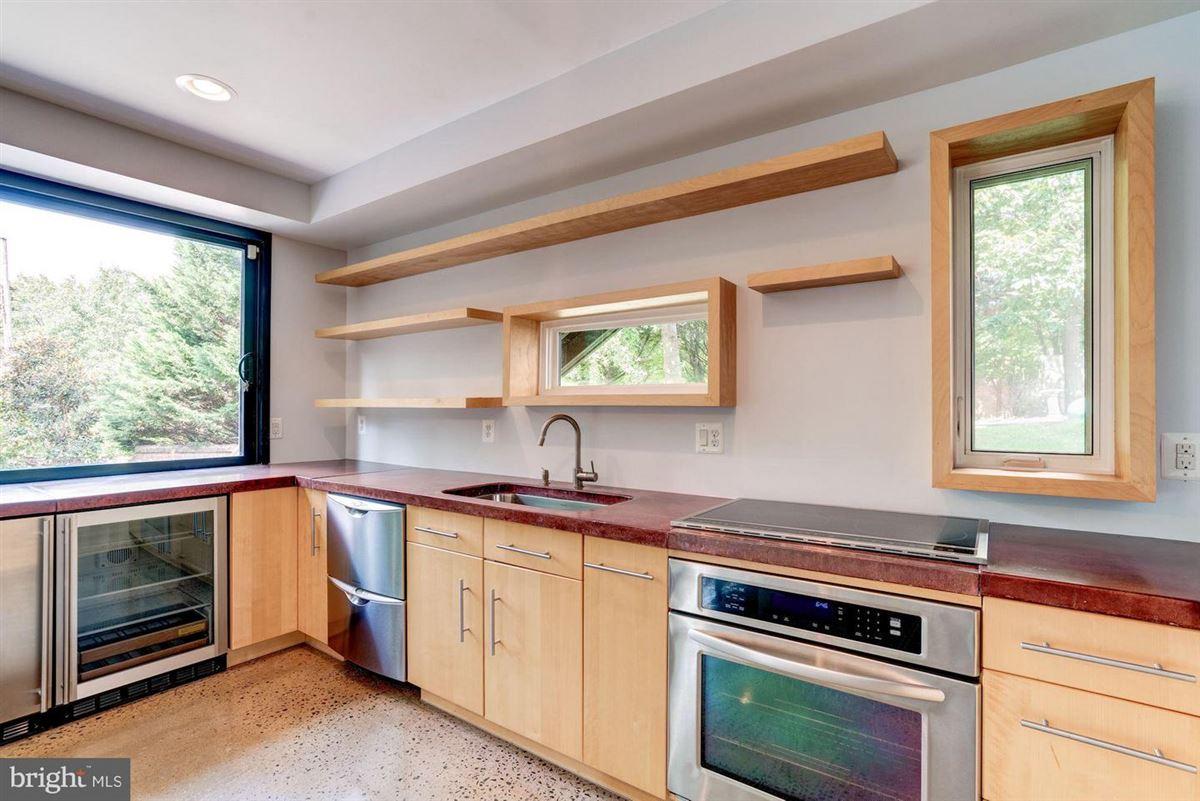 six bedroom at end of cul-de-sac luxury homes