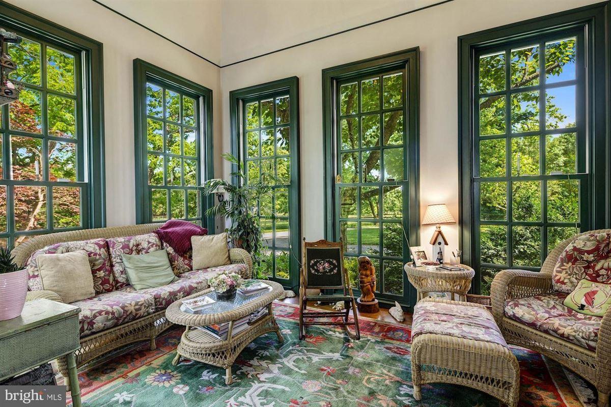 Mansions historic Hickory Ridge