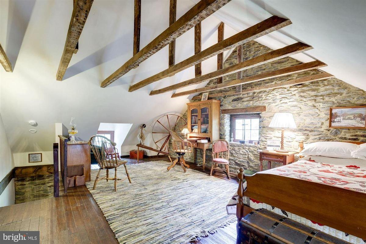 Luxury homes in historic Hickory Ridge