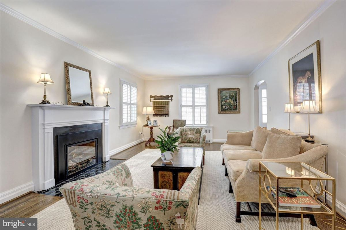 Luxury homes beautiful center hall colonial in Somerset