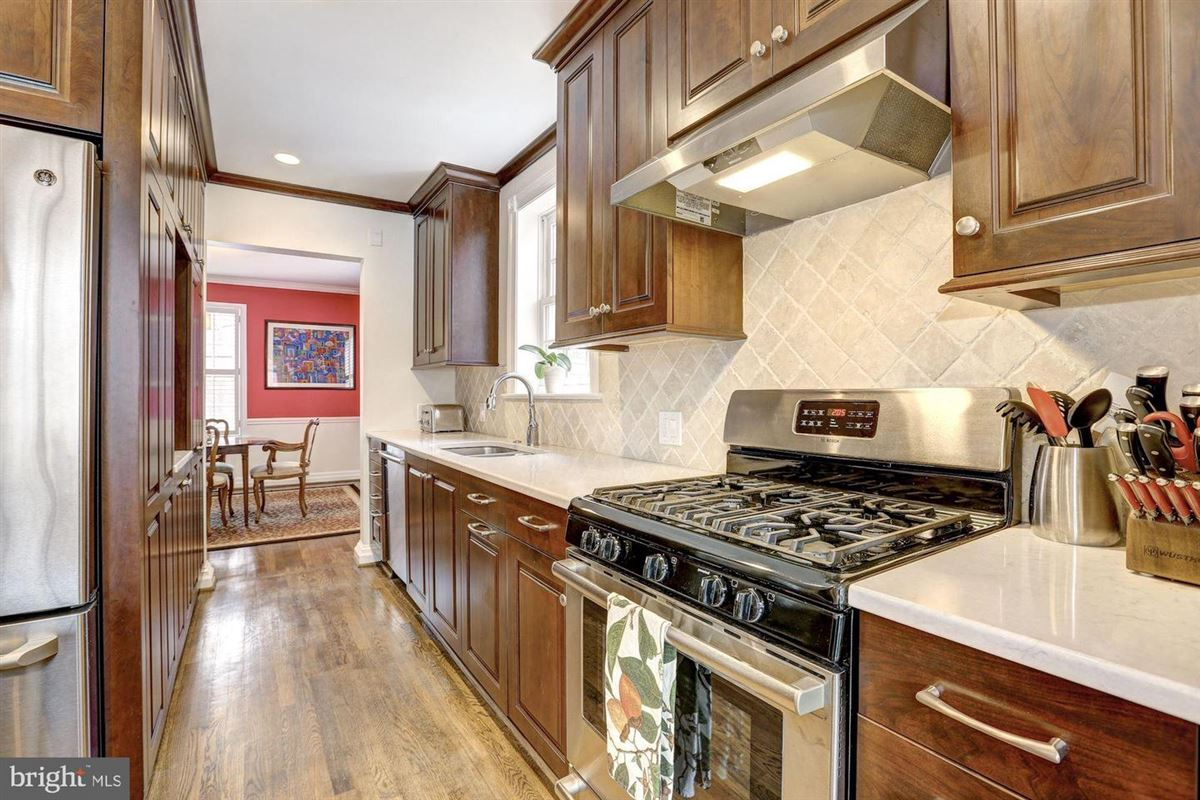 beautiful center hall colonial in Somerset luxury real estate
