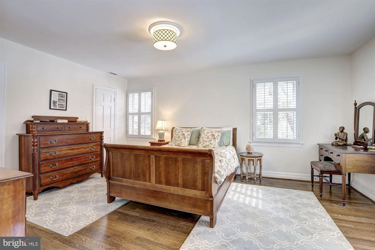 beautiful center hall colonial in Somerset luxury homes