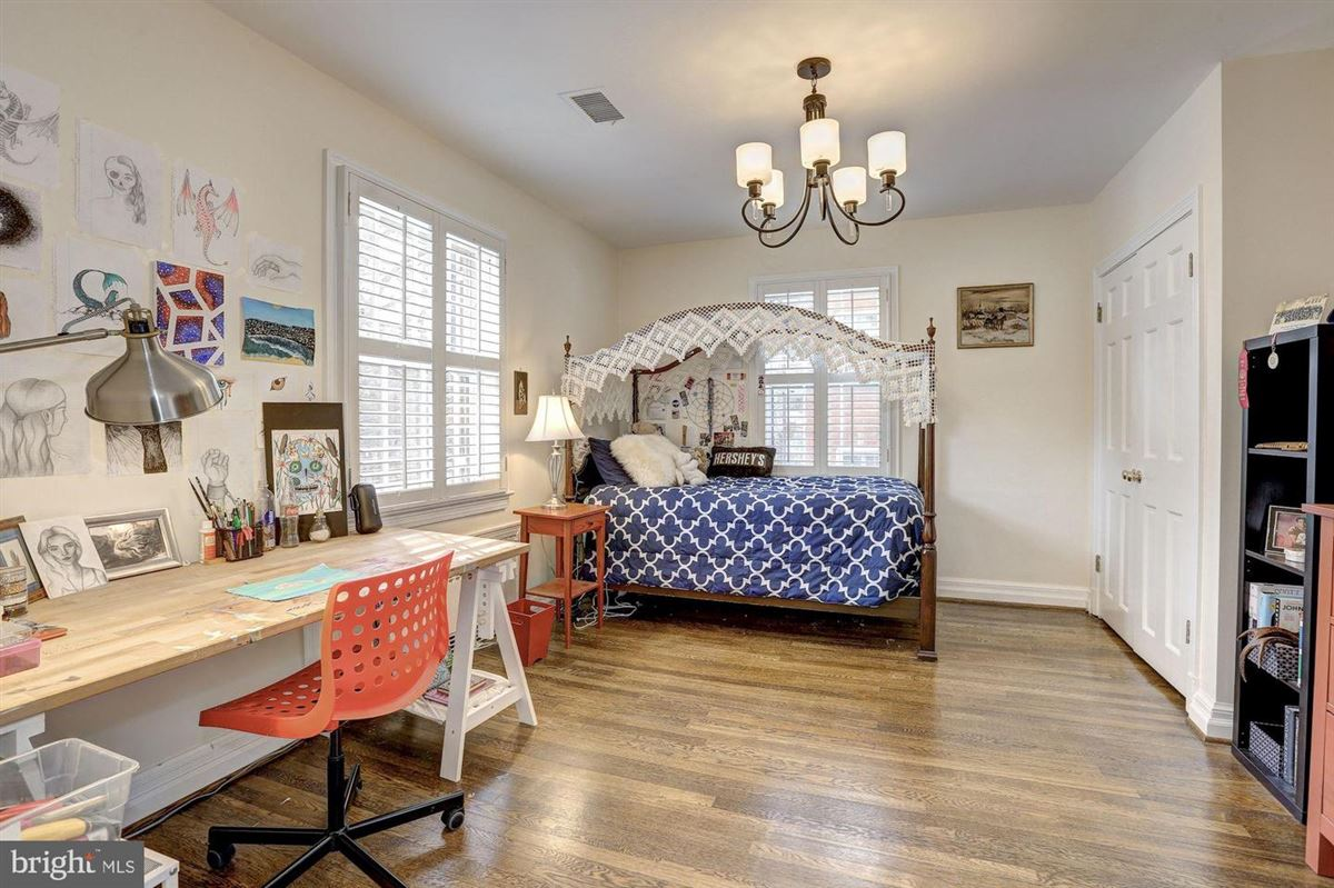 beautiful center hall colonial in Somerset luxury properties