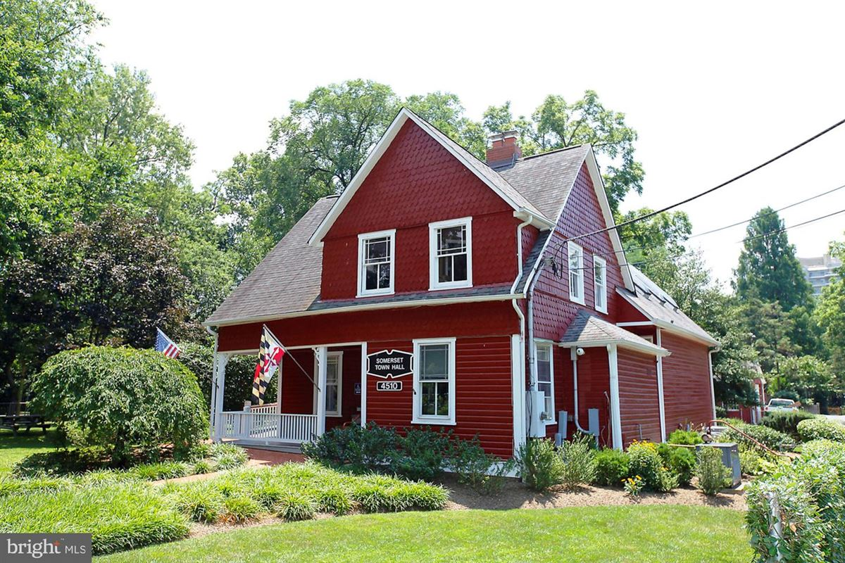 Luxury homes in beautiful center hall colonial in Somerset
