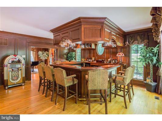 Luxury homes unique home in private Cobblestone Court