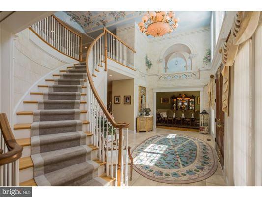 Luxury homes in unique home in private Cobblestone Court