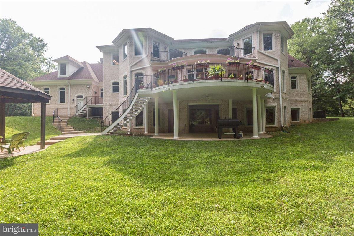 Mansions in spectacular corner lot estate