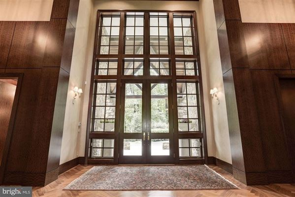 Luxury real estate distinctive home in Caves Valley Golf Club