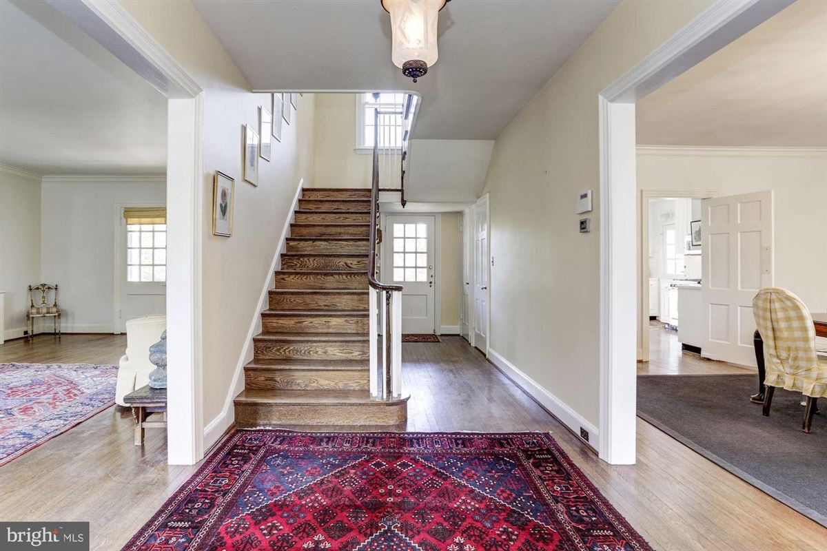 exemplary Georgian Colonial  luxury properties
