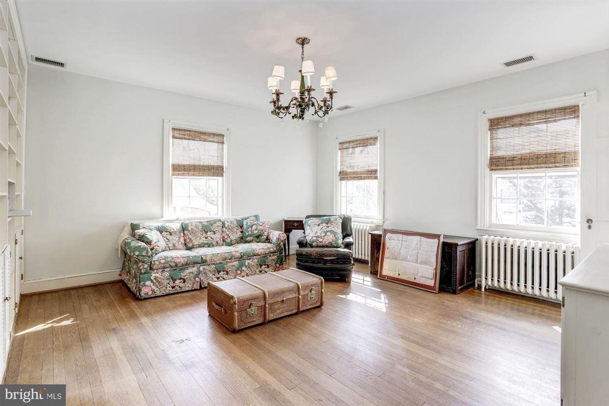 Luxury homes exemplary Georgian Colonial