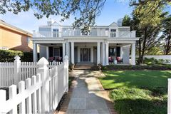 Mansions in  immaculate, comforting single family home