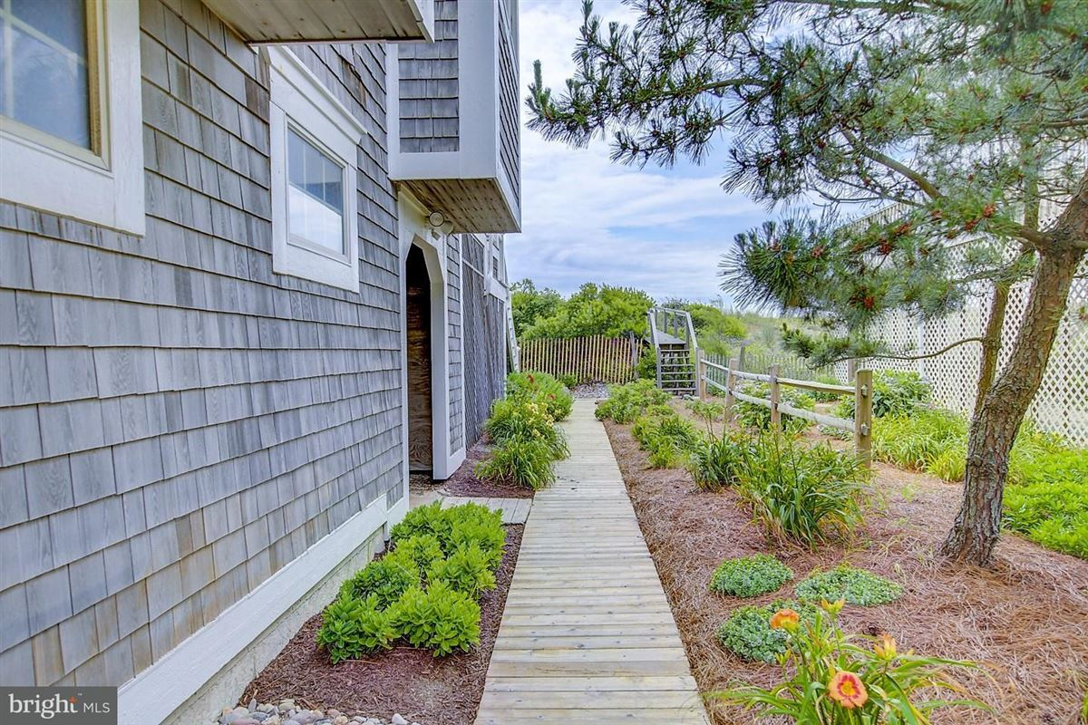 Luxury homes Oceanfront home in gated North Bethany community