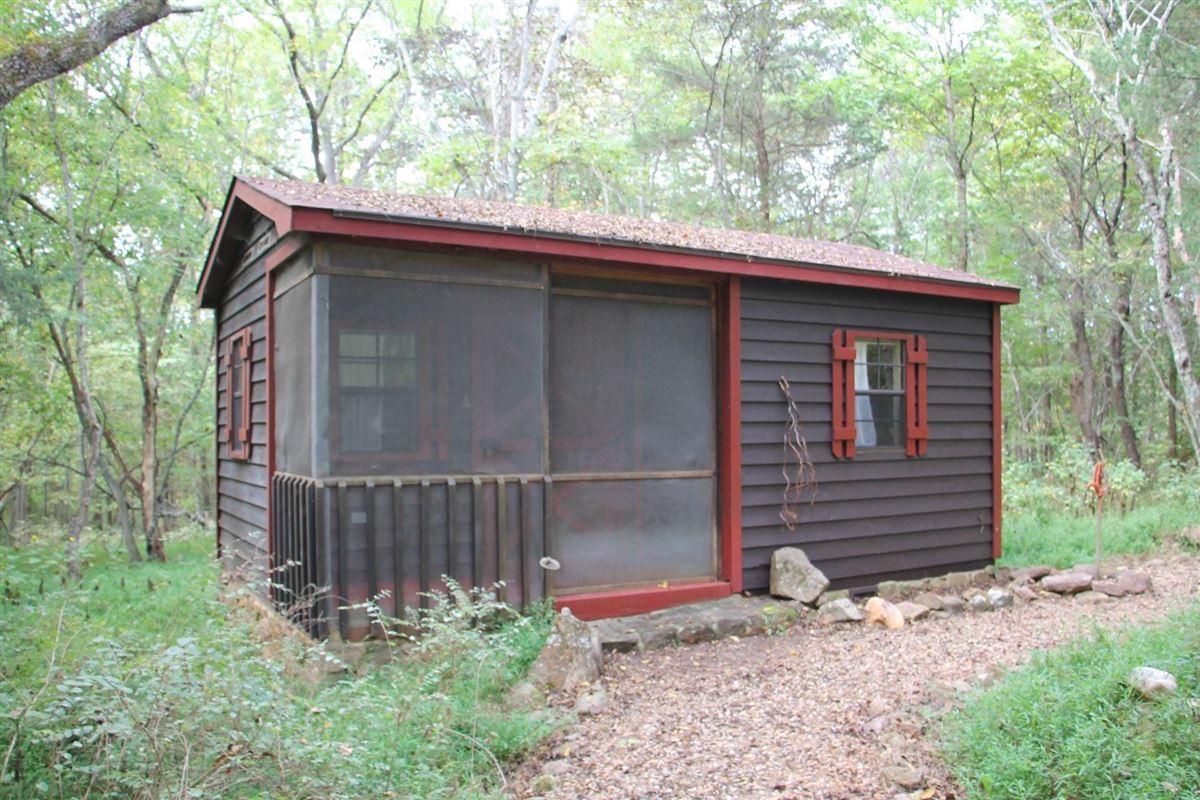 Luxury homes in NIDO - 122-acre rural retreat