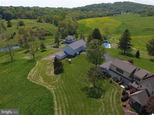 Luxury homes Cartref Farm - magnificent 121-acre farm estate