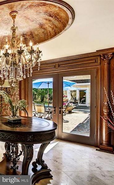 Luxury homes Completely remodeled luxury waterfront on 50 acres