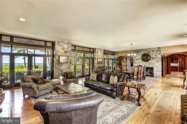 Luxury real estate Completely remodeled luxury waterfront on 50 acres