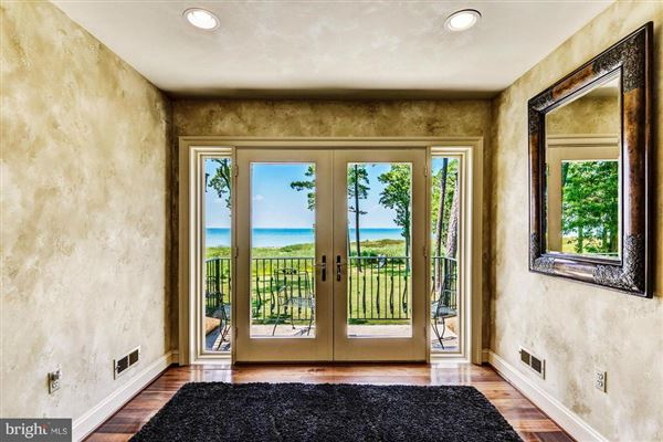 Completely remodeled luxury waterfront on 50 acres luxury homes