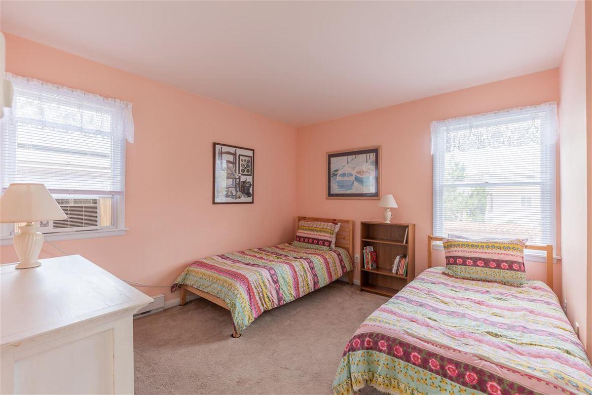 spacious six bedroom beach block property mansions