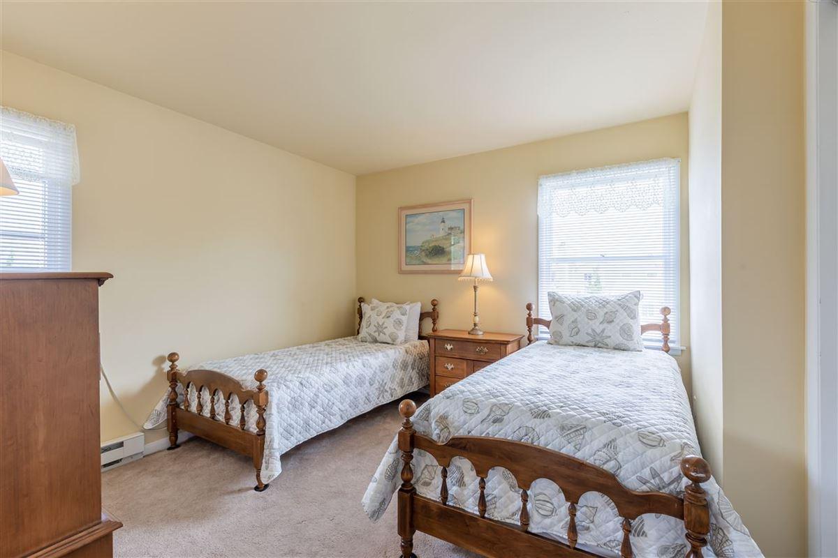 spacious six bedroom beach block property luxury homes