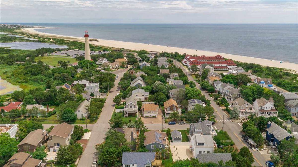 spacious six bedroom beach block property luxury properties
