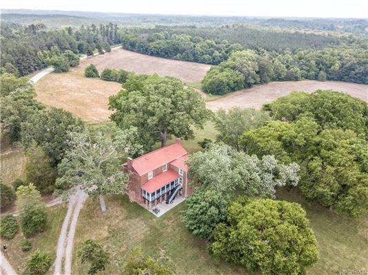 Mansions in Georgian Revival historical home on 50 acres