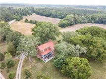 Georgian Revival historical home on 50 acres luxury real estate
