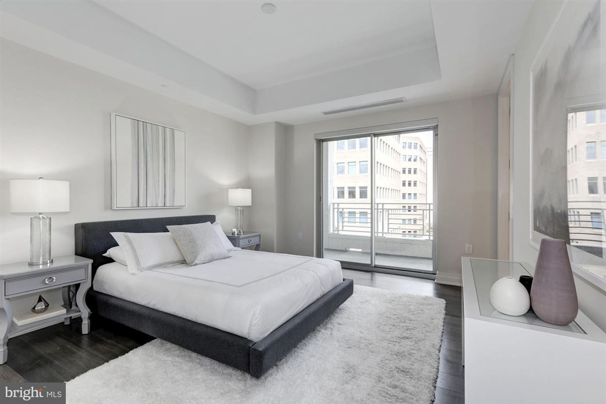 Mansions brand new three bedroom in the coveted Lauren Residences