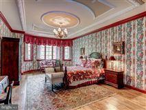 Luxury homes Exquisite Georgian Manor on five-plus acres