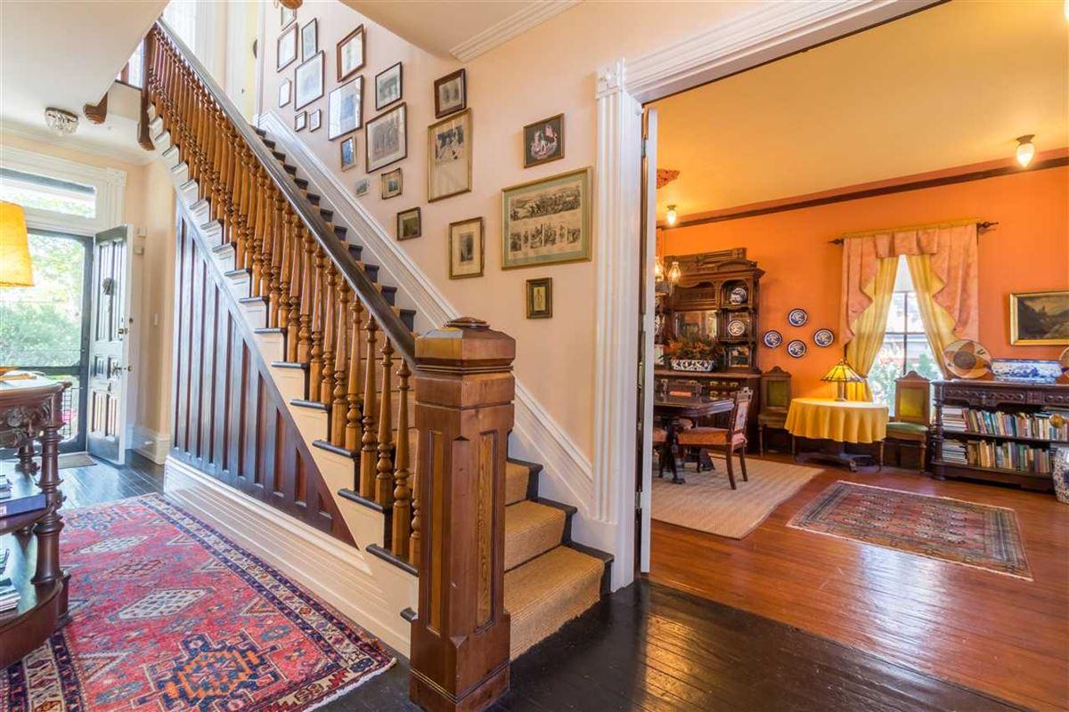 the Joseph Evans Cottage luxury homes