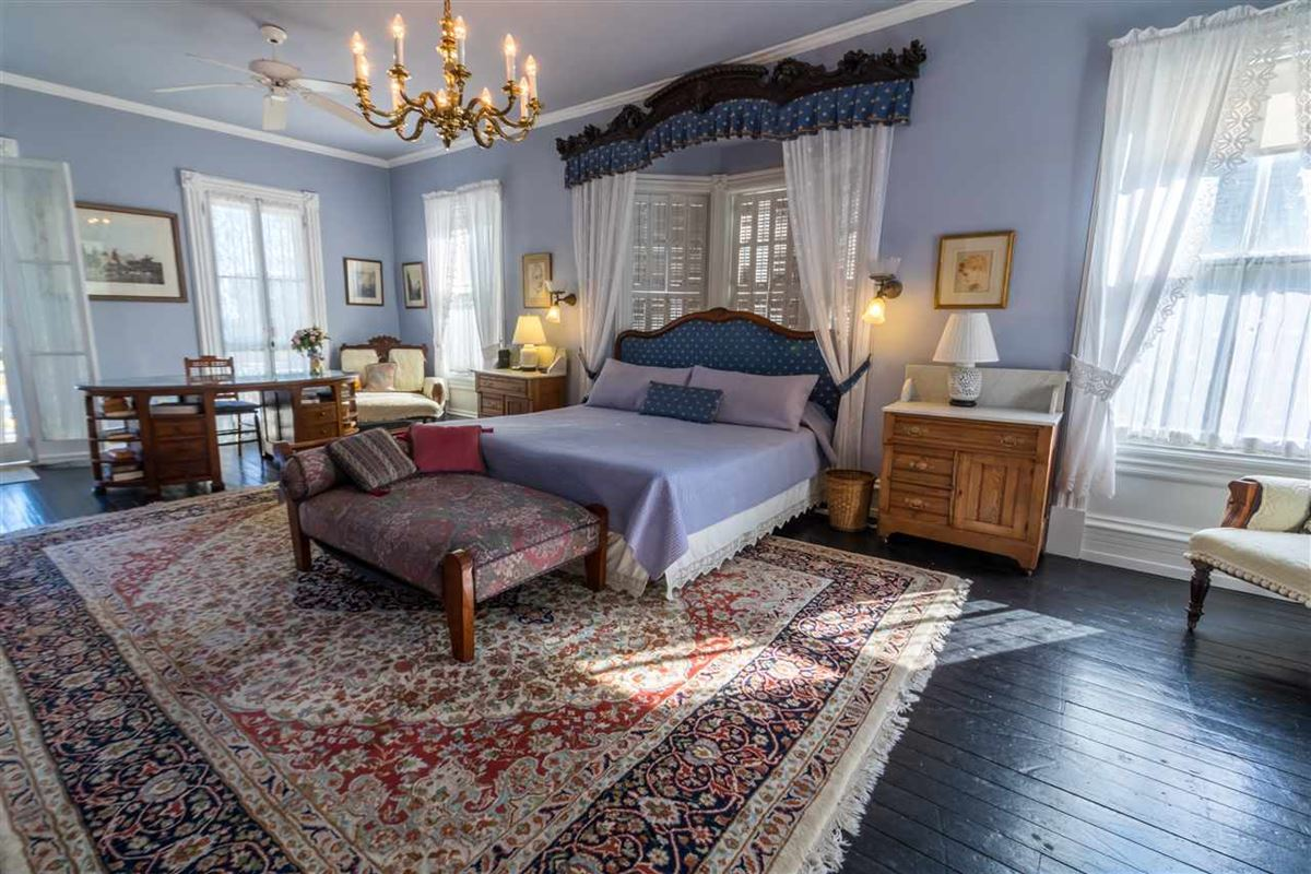 the Joseph Evans Cottage luxury real estate