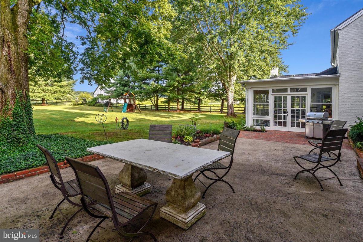 Mansions Greenland Farm - historic 12-plus acre estate
