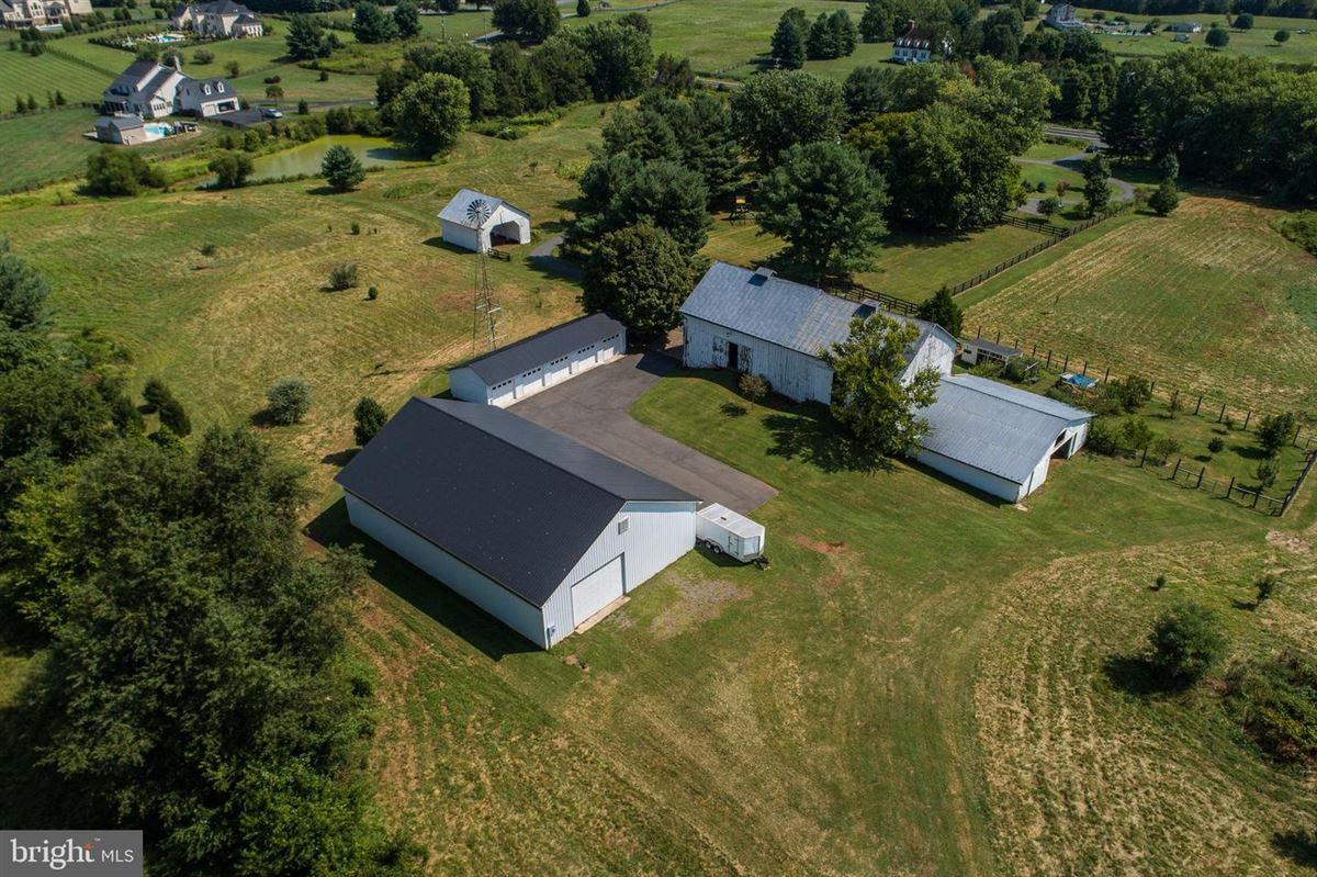 Luxury real estate Greenland Farm - historic 12-plus acre estate